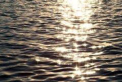 reflexionssunvatten Arkivbild