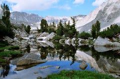 reflexionstoppig bergskedja Royaltyfria Foton