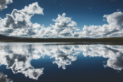Reflexo da nuvem Imagens de Stock