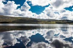 Reflexo da nuvem Fotografia de Stock Royalty Free