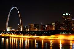 Reflexão da skyline de St Louis Imagens de Stock Royalty Free