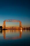 Reflexão do alvorecer da ponte de elevador de Duluth Minnesota Foto de Stock Royalty Free