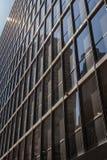 A reflexão na construção exterior do negócio Imagens de Stock Royalty Free