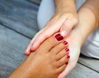 Reflexology Frauenfuss-Massagetherapie stockbild