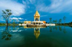 Reflextion de temple. Photos stock