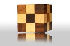 Reflita cúbico de madeira Foto de Stock