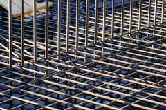 Reforço das barras de aço em um canteiro de obras Fotografia de Stock Royalty Free