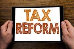 Reforma fiscal do subtítulo do texto da escrita da mão Conceito do negócio para a mudança do governo nos impostos escritos no por foto de stock