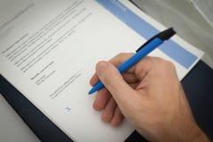 Reforma fiscal e documento para o seguro de carro para o uso do negócio foto de stock