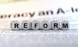 Reformkonzept, Würfel lizenzfreies stockbild