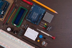 REFOULEZ l'éducation ou le kit électronique de DIY, le robot fait sur la base du contrôleur micro avec la variété de sonde et les Photos libres de droits