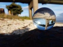 Refracción de la bola de cristal Imagenes de archivo