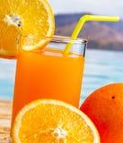 Refrescamento alaranjado fresco de Juice Shows Organic Natural And foto de stock royalty free