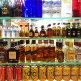 Refrescos e bebida forte no supermercado Fotografia de Stock Royalty Free
