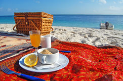 Refreshing breakfast on a tropical beach Royalty Free Stock Photos