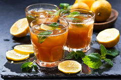 Refreshing iced tea with mint and lemon Royalty Free Stock Images