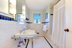 Refreshing white bathroom Royalty Free Stock Photos
