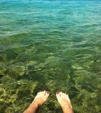 Refresqúese abajo en el mar Fotografía de archivo