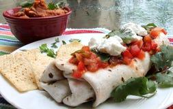 Refried-Bohnen und Burrito-Platte Stockfotografie