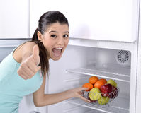 Refrigerador com fruto fotografia de stock