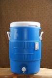 Refrigerador de água azul Fotos de Stock