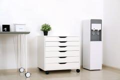 Refrigerador de agua moderno fotos de archivo libres de regalías
