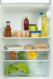 Refrigerador lleno. Imagenes de archivo