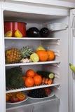 Refrigerador lleno con las frutas y verdura Imagen de archivo libre de regalías