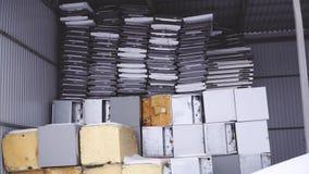 Refrigerador que recicla na fábrica no inverno vídeos de arquivo
