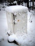 Refrigerador velho na neve Imagem de Stock
