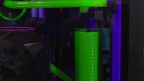 Refrigerar líquido, água tóxica verde que agita, ameaça da explosão, biohazard filme