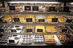 refrigerated дисплей печенья Стоковая Фотография RF