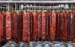 Refrigerated склад для хранить продукты мяса и сосиски Стоковая Фотография