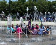 Refroidissement dans un jour d'été chaud Image libre de droits