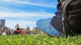 Refroidissement en parc Photographie stock