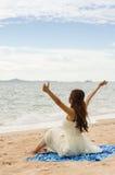 Refroidissement sur la plage Image libre de droits
