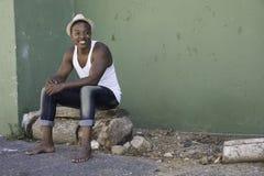 Refroidissement sur les rues de banlieue noire Image libre de droits