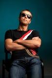 refroidissez s'user de lunettes de soleil de type photos libres de droits