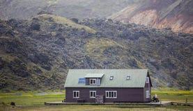 Refuge dans la montagne, Landmannalaugar, Islande Photographie stock libre de droits