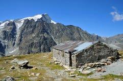 Refuge de montagne Photographie stock libre de droits