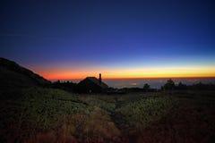 Refuge de montagne au crépuscule en Etna Park, Sicile photographie stock libre de droits
