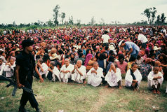 Refugee women and girls await rice ration cards, Thai cambodian border, 1984 Stock Image