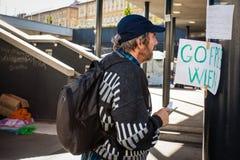 Refugiados de la guerra en el ferrocarril de Keleti Fotos de archivo libres de regalías