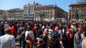 Refugiados en Budapest, ferrocarril de Keleti almacen de metraje de vídeo