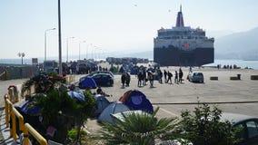 Refugiados en el puerto Imagenes de archivo