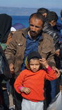 Refugiados en la costa griega, cerca de Turquía Fotos de archivo