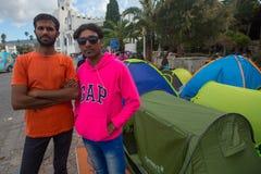 Refugiados que chegam em Grécia por barcos infláveis de Turquia Fotos de Stock Royalty Free