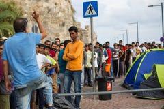 Refugiados que chegam em Grécia por barcos infláveis de Turquia Imagens de Stock
