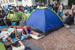 Refugiados que chegam em Grécia por barcos infláveis de Turquia Foto de Stock Royalty Free