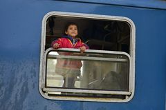 refugiados que saem de Hungria fotos de stock